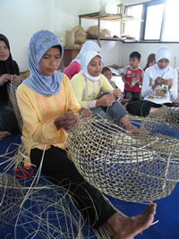 Indonesian weavers and baskets